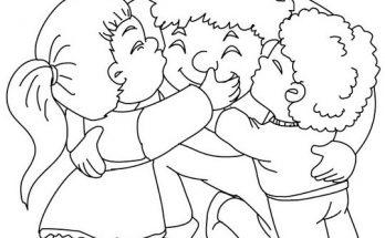 Dibujo Niños abrazando con mucho amor a su papá